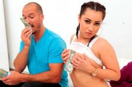 Любительница  долларов ебется за  деньги