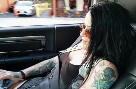 Татуированная сука сосет ему в машине, Мэллори (Mallory Maneater)