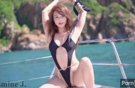 Секси  Жасмин (Jasmine J) показывает  тело