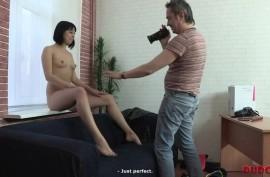 Русская девочка соглашается трахаться за  деньги