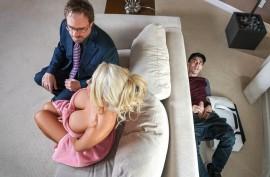 Сисястая зрелая блондинка трахается со своим молоденьким  ненасытным любовником