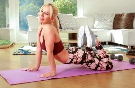 Спортивная красотка Белла Элиз Роуз хочет погрузить вас в свой мир фитнеса