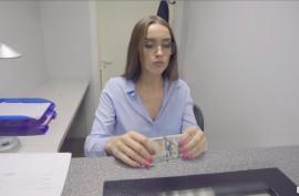 Русская красавица трахается за деньги и громко стонет