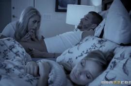 Девушка осталась ночевать у семейной пары, и ночью трахнулась с чужим мужем