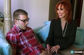 60-ти летняя рыжеволосая старушка в чулочках застукала мастурбирующего девственника с маленьким хуем и лишила девственности Diamond Red
