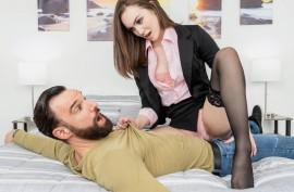 Сдает  комнату в аренду и ебется с  клиентом, Фрея Паркер (Freya Parker)