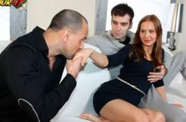 Отдает дружку  свою телочку, русская  порнуха