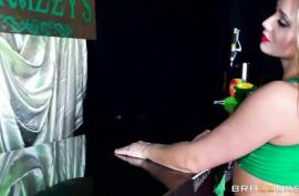 Черный жестко ее дерет в жопу - анальный секс