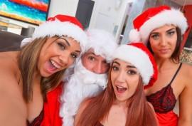 Санта с тремя красавицами - рождественская  ебля
