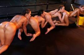 Четыре похотливые подружки устроили самую жаркую лесбийскую групповушку