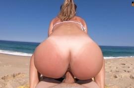 Секс на общественном пляже в удачное время