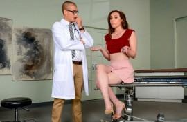 Доктор жарит красотку  пациентку