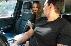 Дейзи Стоун трахается с водителем