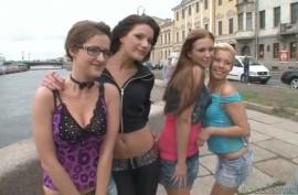 Симпатичные девушки трахнулись с русскими морячками и иностранцами
