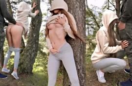 Спортивная деваха трахается в лесу