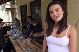 Страстная брюнетка занялась жарким сексом в подсобке местного бара