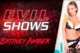 Опытная мамочка Бритни Эмбер (Britney Amber)  тестирует резиновый  хуй