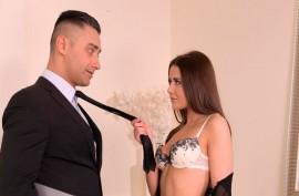 Прекрасная брюнетка Сибил надела сексуальное белье и как следует ублажила любовника
