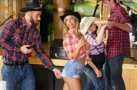Чад Уайт и Алексис Фокс занимаются жарким сексом в местной кафешке