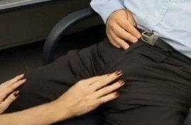 Белокурый транс в чулках долбит мужика в задницу после минета