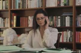В библиотеке девушки трахают друг друга пальцами