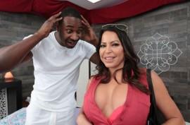 Порно Джулианны Вега с черным массажистом