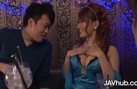 Грудастая азиатка  любит трахаться
