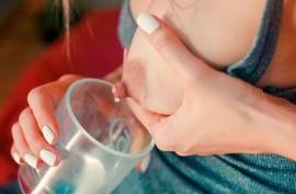 Доит  молоко из сисек и трахается с пацаном, Фрэнсис Бель  (Francys Belle)