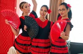 Три горячие танцовщицы на его  хуе