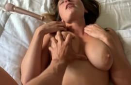 Парень заливает спермой подругу с большими сиськами после хорошего секса