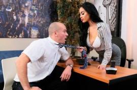 Сисястая красотка Виктория Джун на работе ублажает своего подчиненного