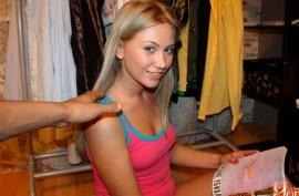 Русская девушка обожает мощно  ебаться