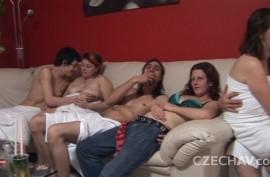 Свингеры  снимают домашнее  порно