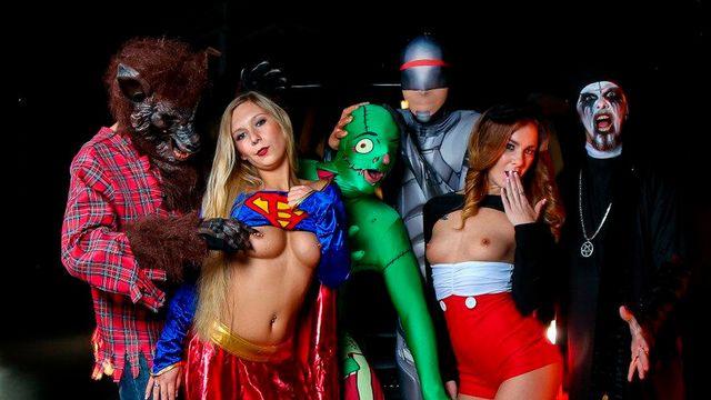 На вечеринке в Хэллоуин компания похотливых парней и девушек устроили жаркий секс