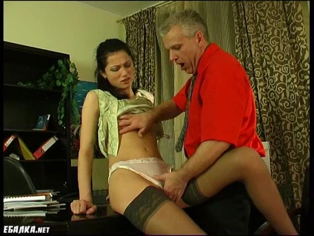 Босс трахнул сучку принимая ее секретаршей