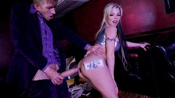 Барби Синс - лучшая танцовщица гоу-гоу в захудалом клубе