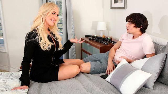 Брэнди Лав решила порезвиться с любовником негром при молодом пасынке