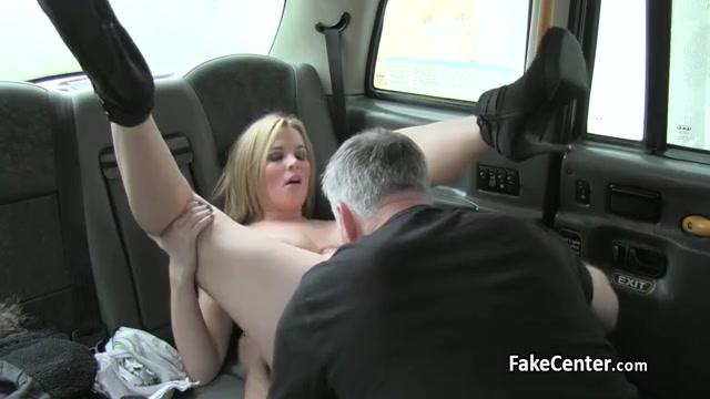 Сисястую трахнули и обкончали в такси