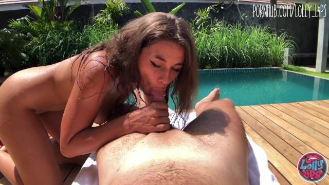 Сводная сестра занимается со мной сексом у бассейна, пока мои родители находятся дома