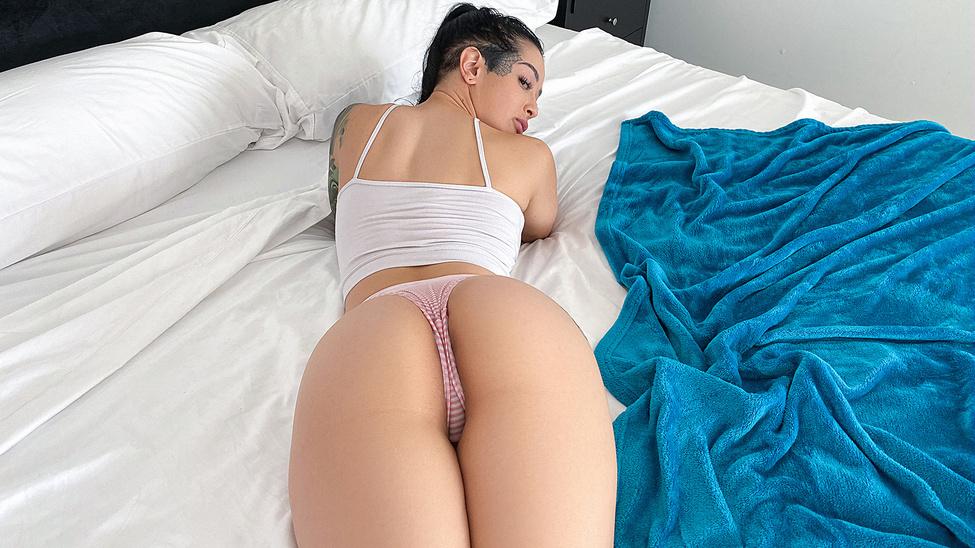 Катрина Джейд и Ксандер Корвус устроили возбуждающий секс на кровати