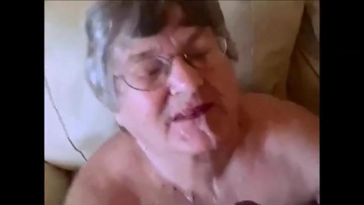 Внучек кончил на лицо бабушке