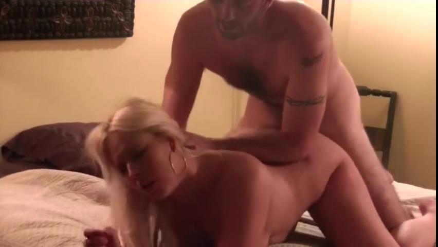 Парень на скрытую камеру заснял секс с подружкой в отеле