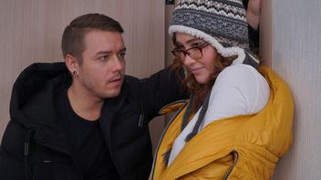 Русский секс – молодой парень и соска с отличными дойками