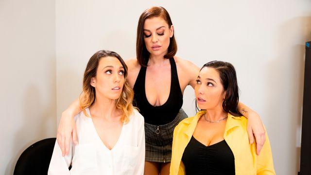 Три молодые потрясающие красотки занимаются жарким лесбийским сексом