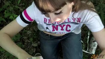 Русская   студентка отсосала  на открытом воздухе и проглотила сперму