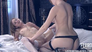Ева Бергер (Eva Berger) целует Леди №1