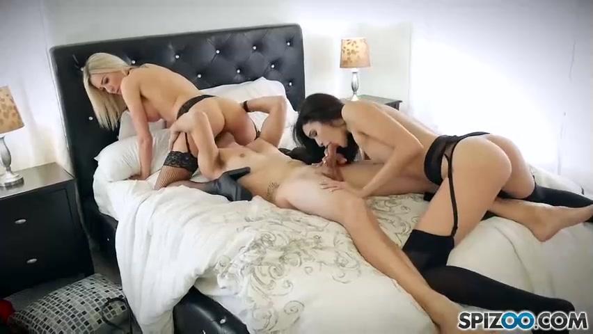 Секс втроем – один хуец и две распутные подстилки